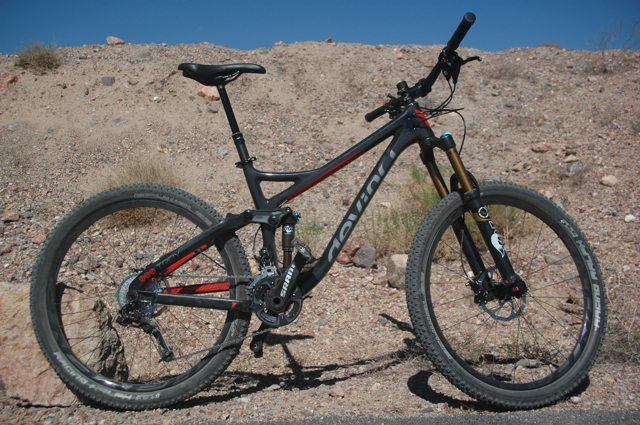 2014 Devinci Troy Carbon, Blister Gear Review.