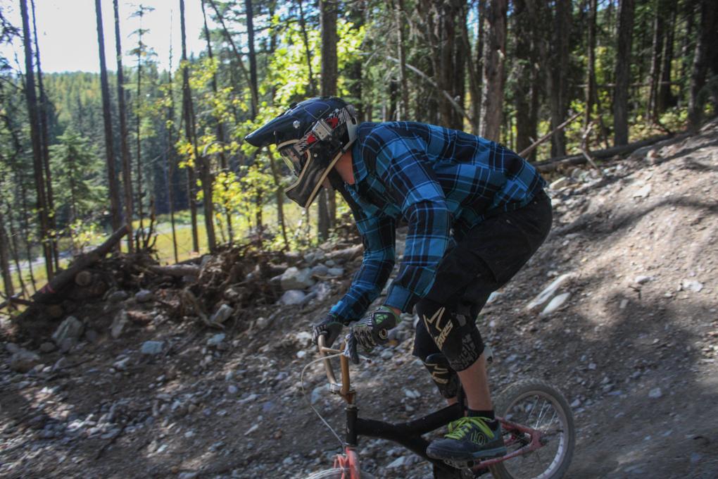 Noah Bodman reviews the Zoic Hoodoo Shorts, Blister Gear Review.
