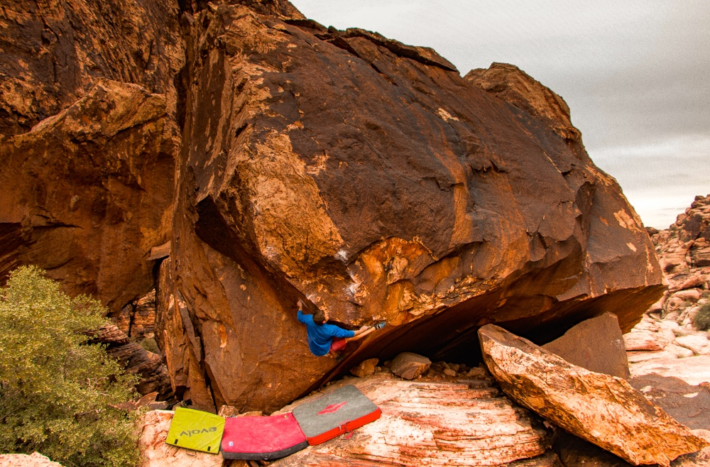 Matt Pincus reviews the Black Diamond Mondo Crash Pad, Blister Gear Review