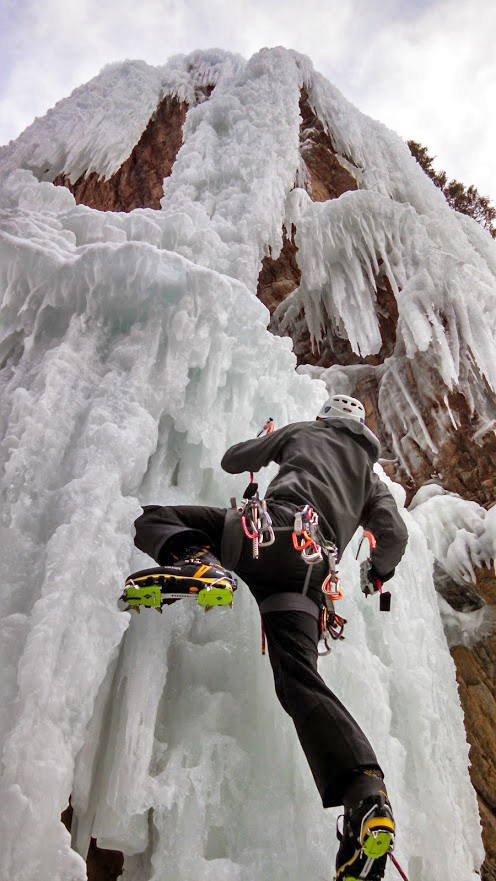 Dave Alie reviews the Black Diamond Stinger crampon, Blister Gear Review.