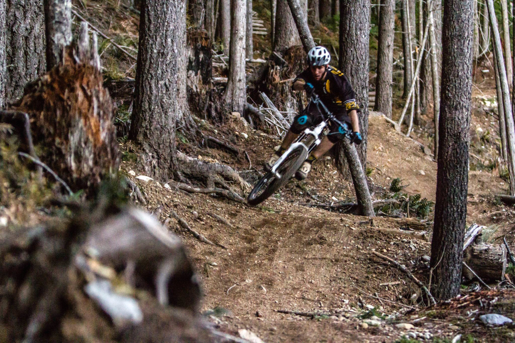 Xan Marshland reviews the Magura MT5 NEXT brakes for Blister Gear Review