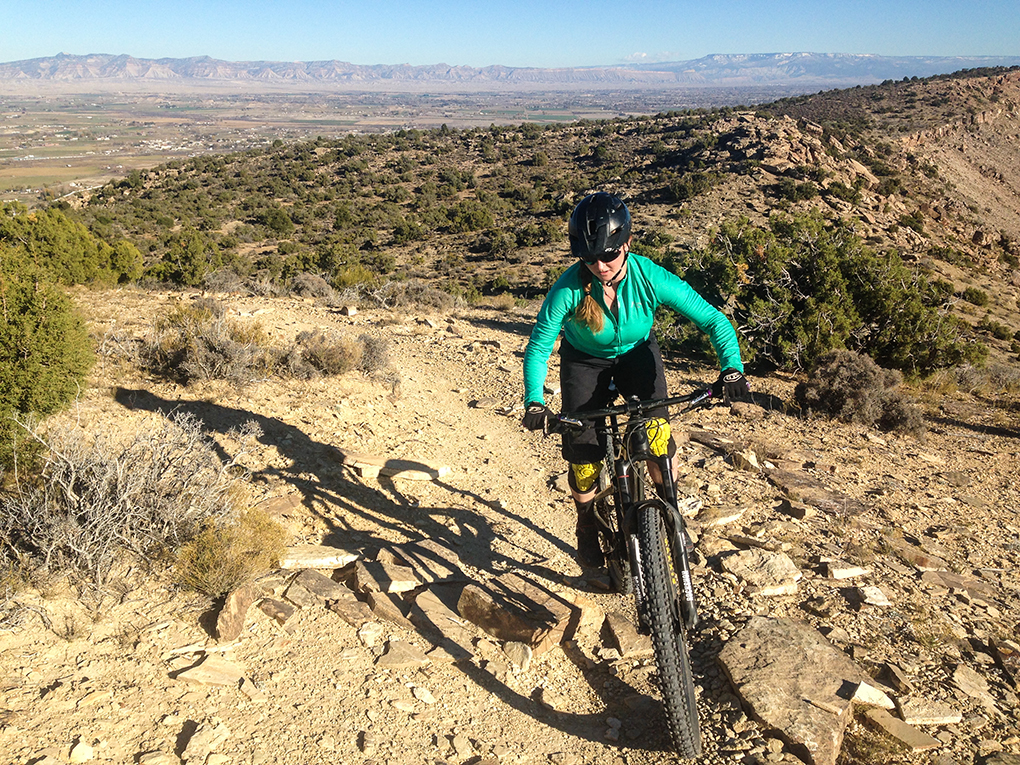 Tasha Heilweil reviews the 7mesh Synergy jersey for Blister Gear Review.