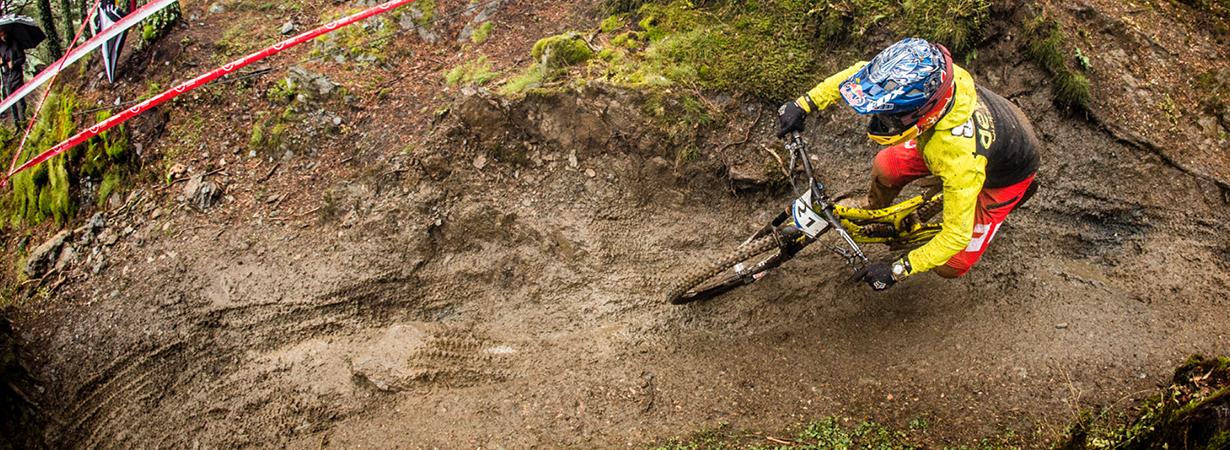 Noah Bodman overviews the Devinci Wilson Carbon for Blister Gear Review