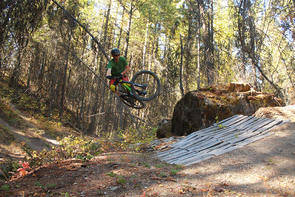 Noah Bodman reviews the 2016 Devinci Spartan for Blister Gear Review.