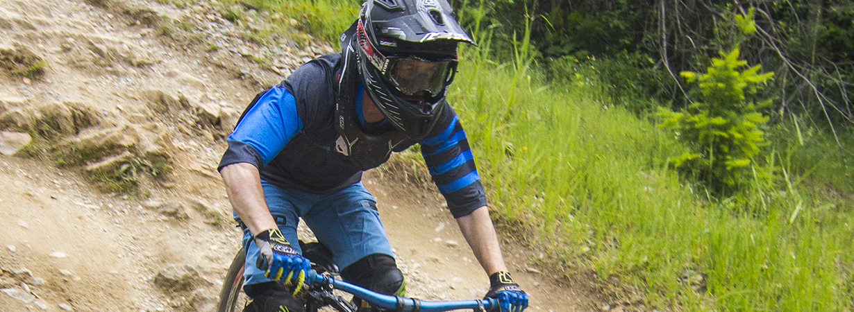 Noah Bodman reviews the Leatt DBX 6.0 helmet for Blister Gear Review.