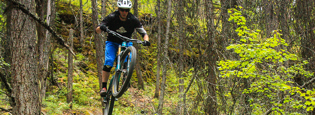 Noah Bodman reviews the Sweet Protection Hunter Enduro Shorts and Chikamin Jersey for Blister Gear Review.