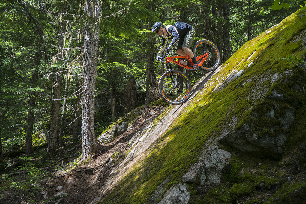 Noah Bodman reviews the Race Face Turbine Dropper Post for Blister Gear Review.