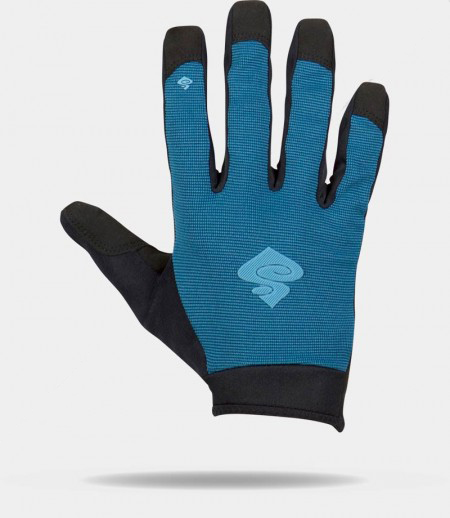 Noah Bodman reviews the Sweet Protection Hunter Mid Gloves and Hunter Shorts for Blister