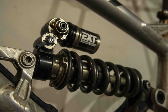 David Golay reviews the EXT Storia Lok V3 coil shock for Blister