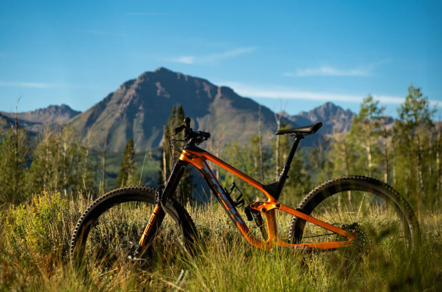 Blister reviews the 2021 Trek Slash