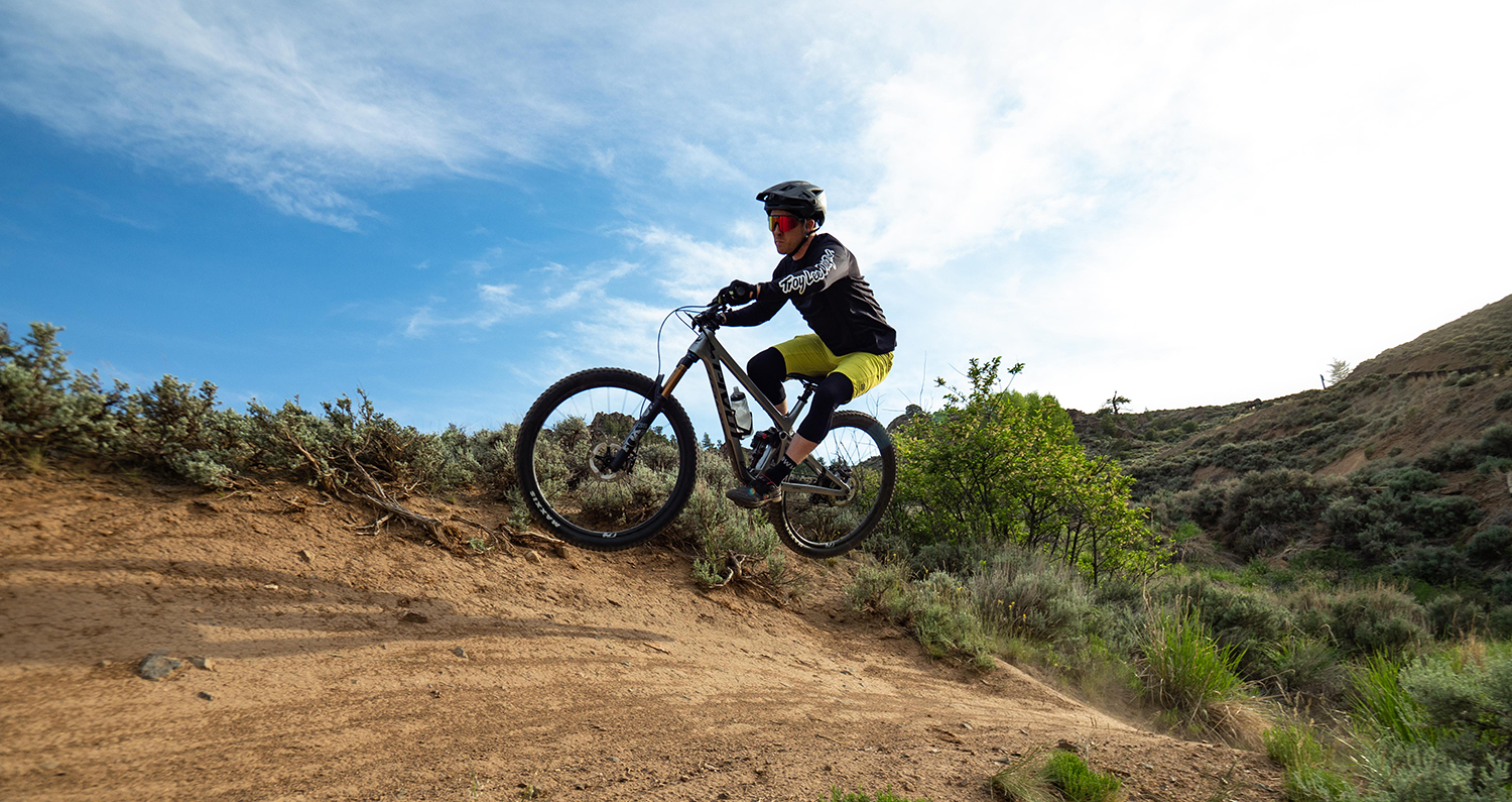 Dylan Wood and Eric Freson review the Pivot Trail 429 for Blister