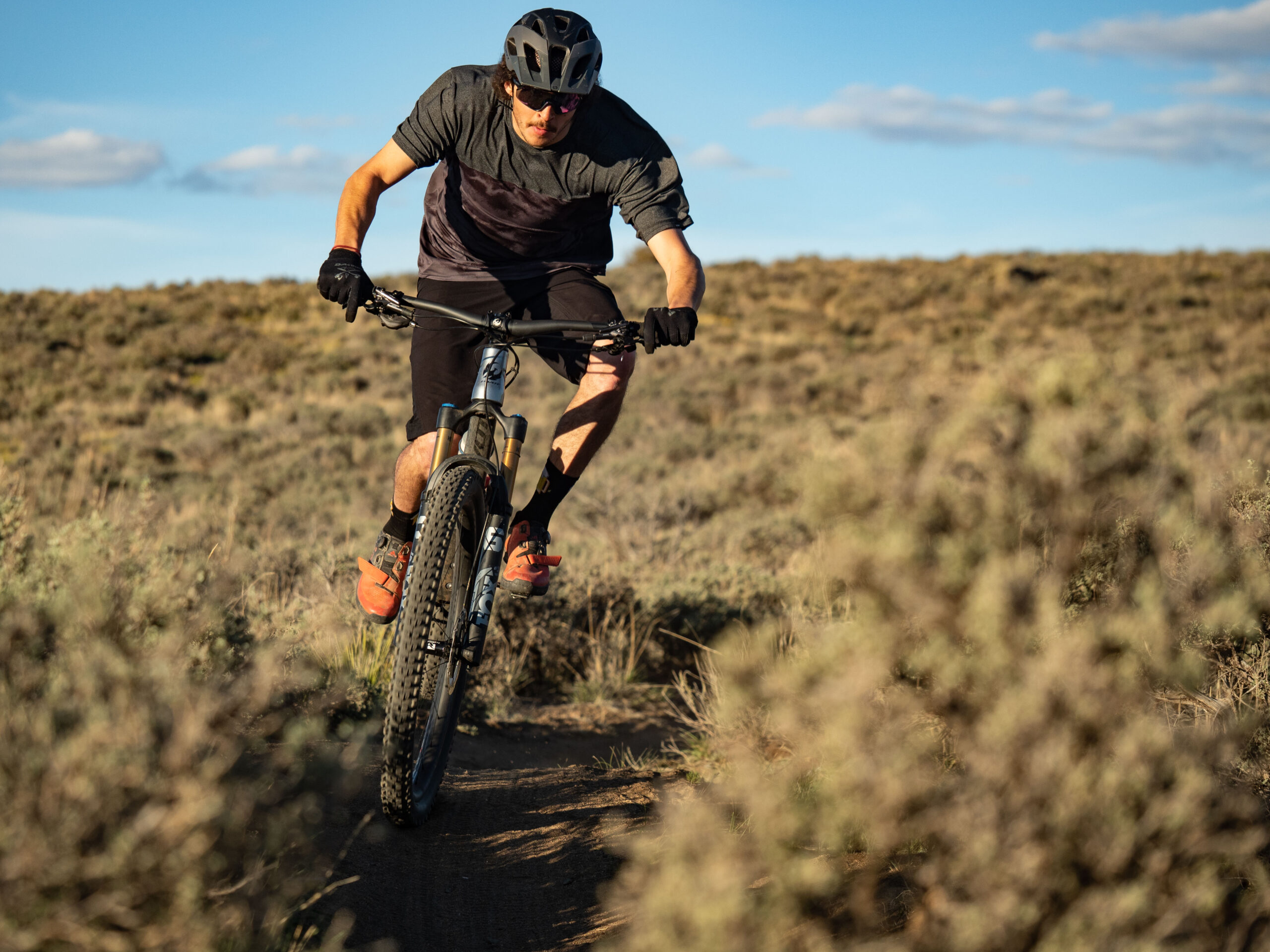 Dylan Wood reviews the Pivot Trail 429 for Blister